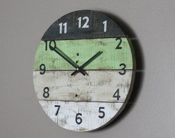 Round Clock. Reclaimed Wood wall clock. A touch of spring green. Pallet Wood. Beach House style...ReCycled wood...distressed...Coastal Decor