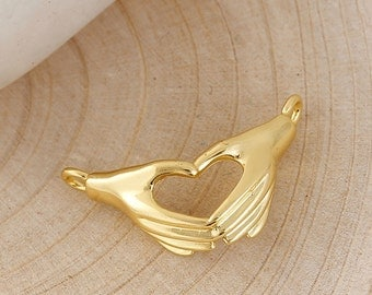 2 Gold Plated HEART HANDS CLADDAGH / Claddaugh Connectors, Metal Hands Holding, Irish Charm Pendants, chg0550
