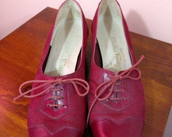 8.5 AA 1970s Salvatore Ferragamo Boutique Red lace up Oxford style shoes size 70s