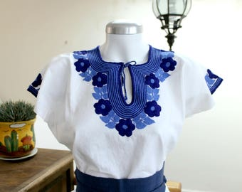 Embroidered mexican top,White Manta,cotton blouse,Blue flowers,hand Embroidery,Boho shirt,bohemian Tunic, Indigo floral, Belt (fajo), Women.