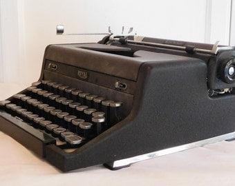 1948 Royal Portabile Typewriter Quiet De Luxe Black Keys No Case