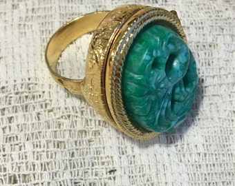 Vintage Green Avon Bird of Paradise Purfume Glace Ring in Gold Setting.   Ring in Original Box with Wrapping.