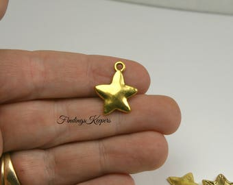 10 Gold Star Charms, 20 x 16 mm Antique Gold Tone - cg271