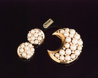 TRIFARI Pearl and Rhinestone Crescent Brooch and Earrings Set DOMED NOSWT