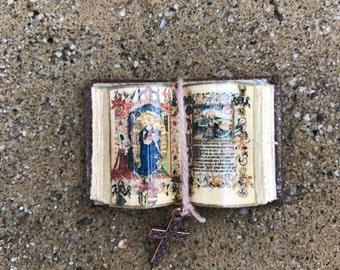 Bible Open Book - Dollhouse Miniatures