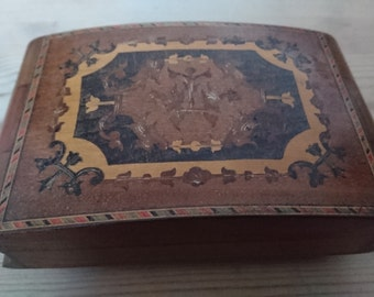 Vintage inlaid wooden music/jewellery box