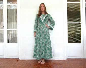 Original 70s quilted maxi dress, green floral dress, full length, Size S / M, French vintage clothing, retro clothes, 70s fashion.