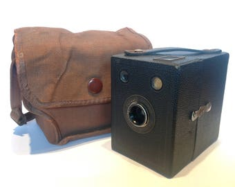1937-8 Kodak Six-20 Popular Brownie Camera & Case. Vitage Camera. Vintage Photography.