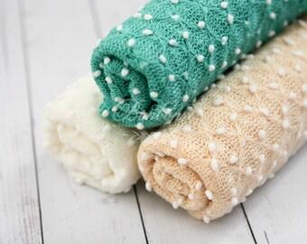 Newborn Pebble Wrap, Newborn Photo Prop, Baby Knit Wrap, Popcorn Wrap, Textured Newborn Wrap Ready to ship Turquoise Off White Cream