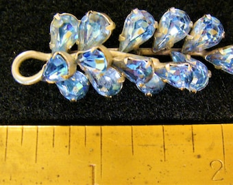 Weiss Co. pre 1955 ice blue 2 tiered brooch