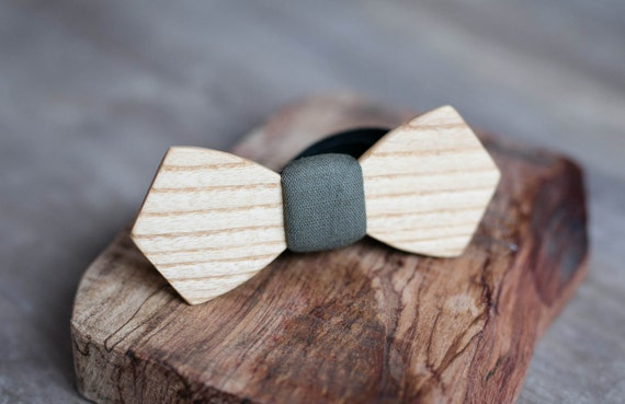 Wood bow tie, white ash wood bowtie. Khaki Mens bowtie, Men tie. Gift for Husband, Brother, Valentines, Groomsmen gifts, Birthday gift.