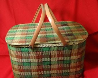 Large Green/Tan Plaid Picnic Basket