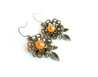 Flower earrings, agate dangle earrings, yellow stone earrings, agate bronze earrings, gemstone earrings, floral earrings, italian jewelry