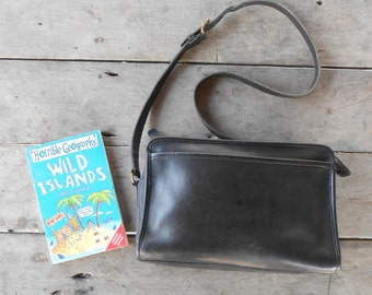 Vintage COACH Bag No. 040-4013 / Black / Leather Crossbody , Shoulder Bag , Purse / Authentic / Medium / Made in United States