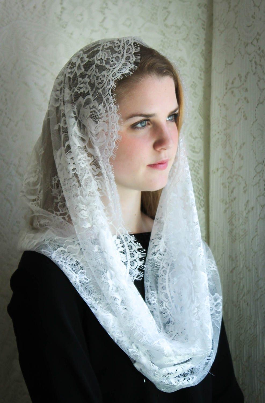 Evintage Veils Cream White Spanish Lace Chapel Veil Mantilla