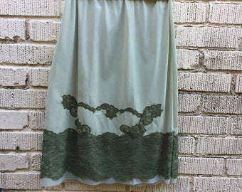 70s Slip. 1970s Green Lace Half Slip. Skirt. Kayser 100% Nylon. Small.