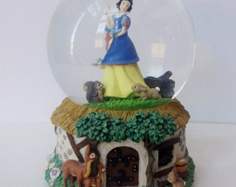 Disney Snow White Snowglobe Musical Waterball Whistle While You Work By Enesco Princess Snow Globe