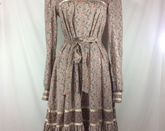Womens Vintage Gunne Sax Tea Length Brown/Pink/Ivory Long Sleeved Boho Dress with Ruffled Peasant Skirt and Tie Belt size S
