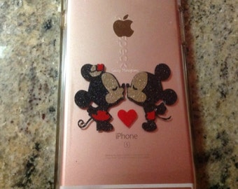 Mickey and Minnie Kissing Inspired Magic Band Decal ~ Vinyl Decal Sticker ~ Quick to Ship ~ MBKI