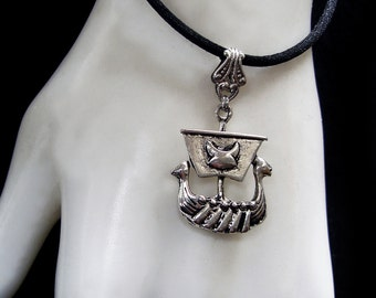 Viking Ship - Necklace - Pendant - Drakkar - Warrior Boat - Celtic - Nordic Mythology - Ragnarök - Silver and Black