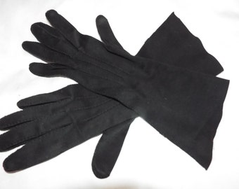 Vintage 1950's  ITALIAN Asymmetric Black Cotton Longer Wrist Gloves  ....Size 7