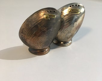 Silver Salt Pepper Shaker Set Figural Seashell Patina Brass Mollusk Clam Oyster Double Sunrise Sea Shell Beach House Decor Mid Century