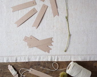 Kraft paper tags and baker's twine - Flag tags 12x2,5cm - 10 per package