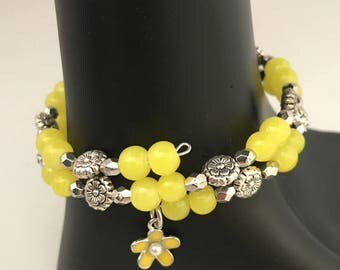 Yellow flower bracelet, yellow bracelet, yellow bead bracelet, yellow wrap bracelet, yellow memory wire bracelet, bracelet yellow