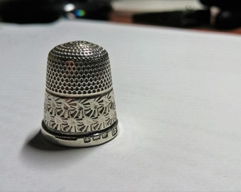 Collectable Henry Griffith Sterling Silver thimble with Birmingham , England hallmark, marked THE SPA
