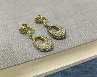 Vintage Accessocraft NYC Gold Tone & Black Screw Back Earrings