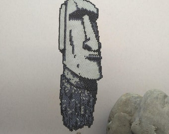 Beadwork Moai Pendant\Tribal necklace\Symbolic jewelry\Conversationstarter\Unisex jewelry\Rapanui Monolith\Gray & Black\Wearable art\