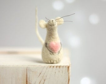 Needle Felted Mouse - Needle Felt Mouse With A Pink Heart - Mouse Elf - Art Doll Miniature - Blush Pink  - Needle Felt Animals - Home Decor