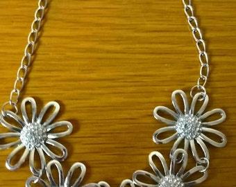 90s Daisy Necklace
