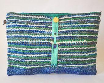 Prix doux Housse macbook 13 pouces tissée et brodée main Nixie, Accessoire unique avec cuir et fils recyclé