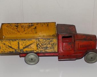 Vintage Metalcraft Corporation Sunshine Biscuits Delivery Truck ****Rare*****