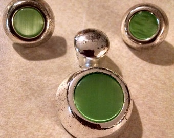 Green Stud Earrings Pendant, Under 10.00, Fair to Very Good Condition, Accessories, Pendant and Earrings,Jewelry, Vintage Earrings Pendant
