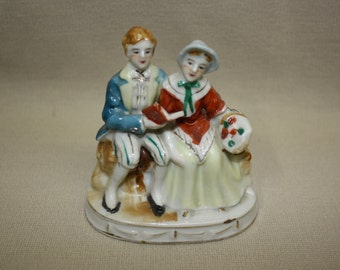 Occupied Japan Colonial Couple Vintage Ceramic Figurine 1940's