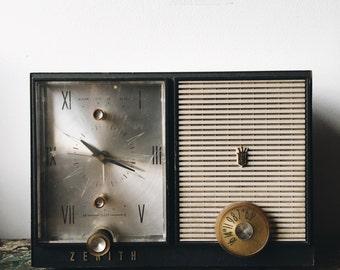 Vintage 1950's Zenith Decorative Clock Radio
