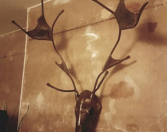 Hammered stags head wall adornment
