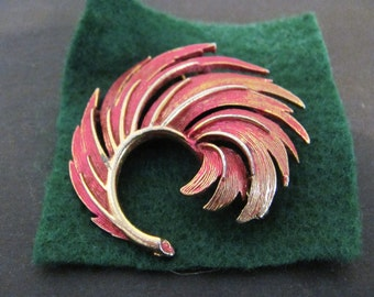 Fine Gold Finished Swirl Leafy Metal Brooch