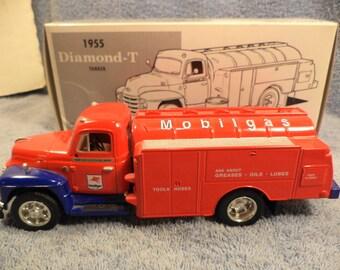 Mobil Mobilgas 1955 Diamond T Tank Truck Bank Made By !st Gear