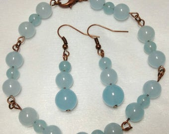 Sale 50  Chalcedony and copper link bracelet and earrings. 9 1/4 inches