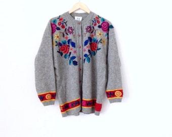 Grey wool sweater. Vintage embroidered wool cardigan