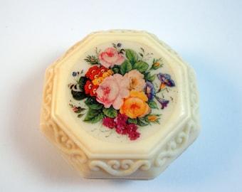 Beautiful octime octagram shaped Avon flower scent vintage soap 70s  (S 0001)