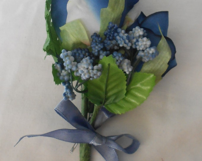 Set of 6 Large double roses in blue boutonniers or corsages