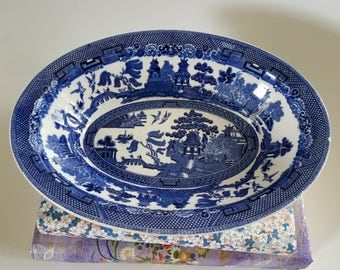 Blue willow serving bowl // Johnson Bros // made in England // Chinoiserie // Asian // pagoda // blue and white