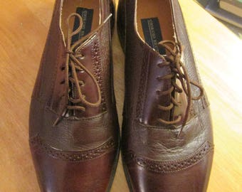 Vintage Giorgio Brutini brown 2 textured leather wingtip spectator oxford shoes. Made in Brazil. Size 10 1/2 D. Near mint brown dress shoe.