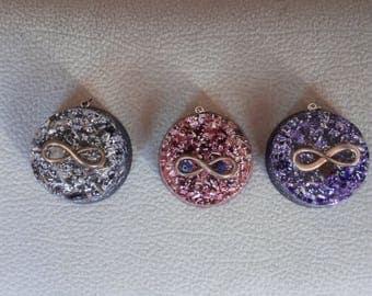 With the infinity pendant Orgonita