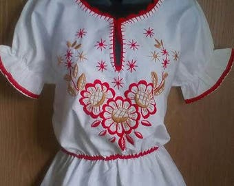 ON SALE! Hungarian Traditional  cotton hand embroidered blouse. Size M.