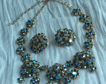 Unsigned vintage beauty - necklace and earrings
